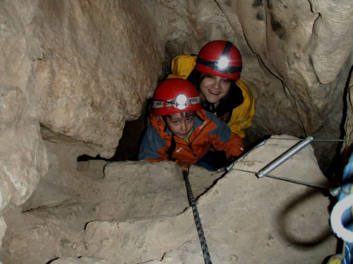 Descenso-de-cueva-familias-Catalonia-Adventures